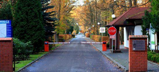 entry-gate-3423930_1280